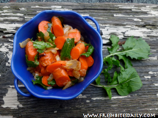 Spicy carrot salad with arugula combines sweetness and spice in an unforgettable flavor combination!